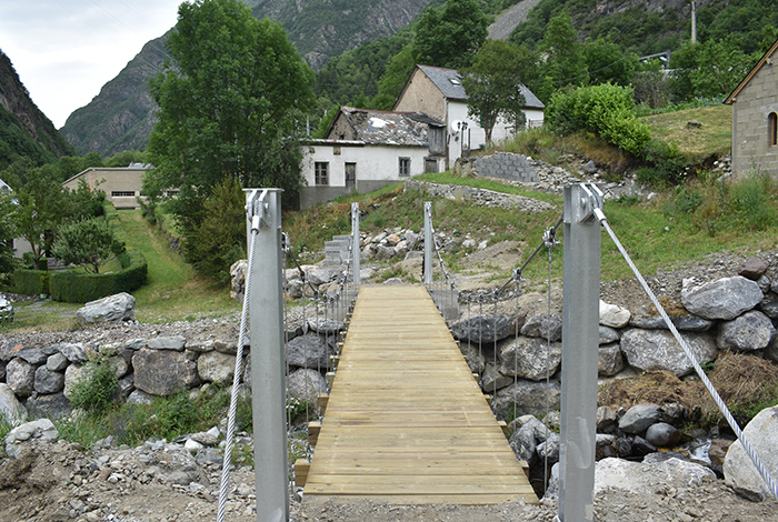 Pont suspendu Barrada Gedre, France