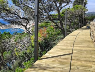Our suspended walkways allow a safe passage on the Camí de Ronda on the Costa Brava