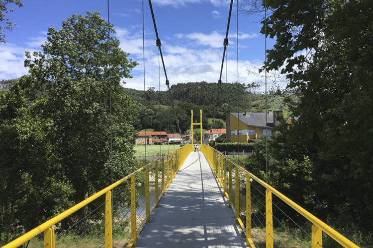 Puente colgante de acero y hormigón en Piélagos, Santander