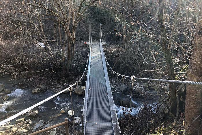 Plataforma del pont penjant sobre el riu Unhola a Salardú