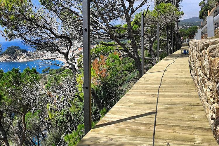 Sender de passarel·la volada, camí de ronda Costa Brava
