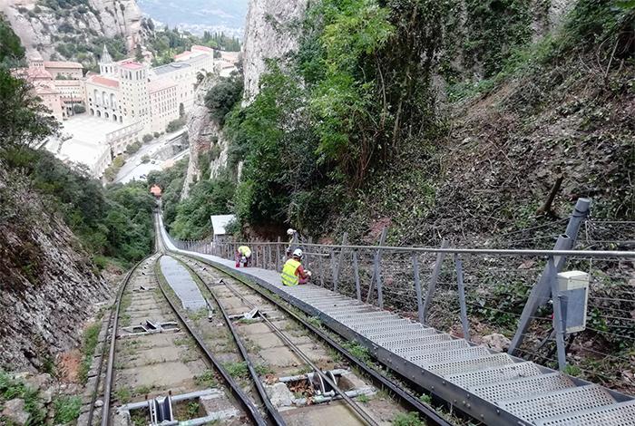Construcción e instalación de escaleras de emergencia del funicular de Sant Joan en Montserrat, año 2020