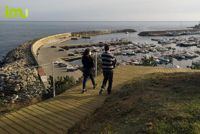 Vistes al port desde la passera ancorada camí de ronda a Palamós