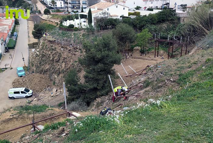 Construcció de la passera ancorada camí de ronda a Palamós